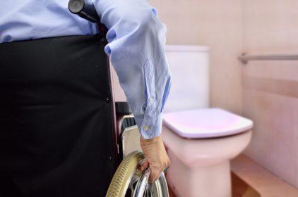 Le normative, le dimensioni e l'installazione dei bagni per disabili in luogo pubblico