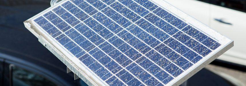 Un abito di sartoria realizzato con celle solari in perovskite