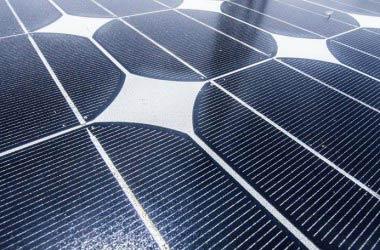 Quanti sono i professionisti impegnati nel settore delle energie rinnovabili in Italia?