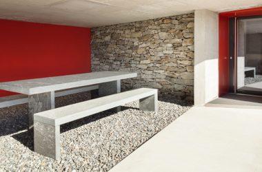 Come realizzare una pavimentazione per esterni in ghiaino e ciottoli: sicurezza, resistenza e design estetico