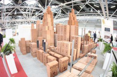 Architetti, geometri, ingegneri, costruttori: al Saie per discutere di Casa Italia