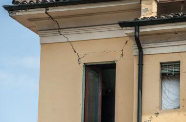Con questi tempi le scuole italiane non saranno messe in sicurezza neppure tra cinquant'anni