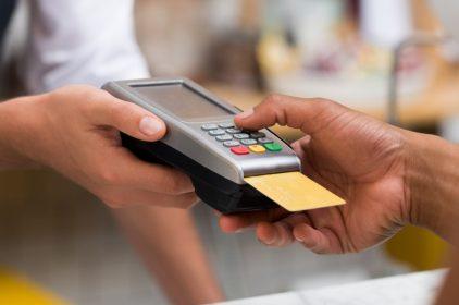 Pos, stop alle sanzioni per chi non accetta i pagamenti con carte: fatta la legge trovato l'inghippo