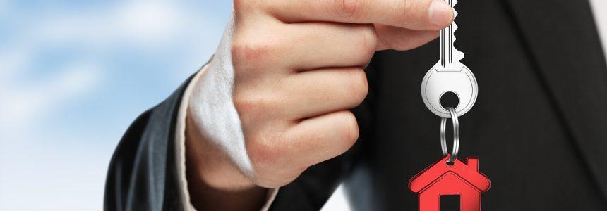 Consulta, eliminazione incompatibilità per agenti immobiliari