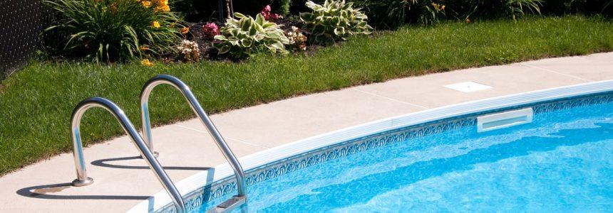 piscina-interrata-scaletta-fiori