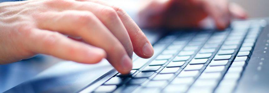 mani-tastiera-computer