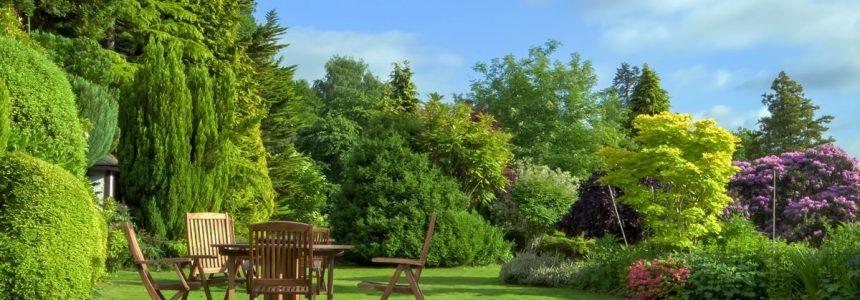 giardino-sedie-tavolo