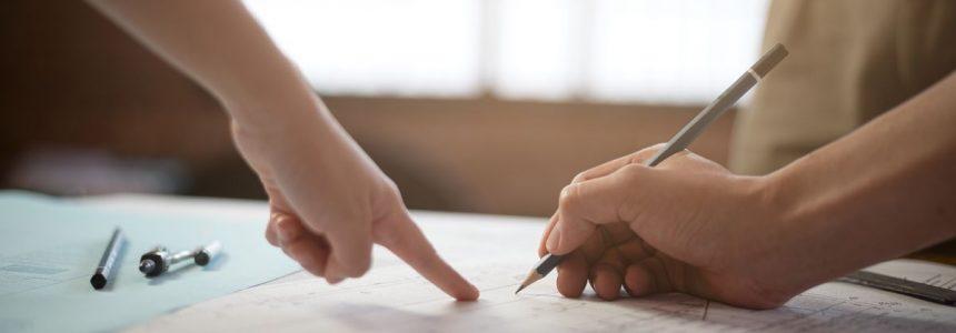 mani-progetto-matita